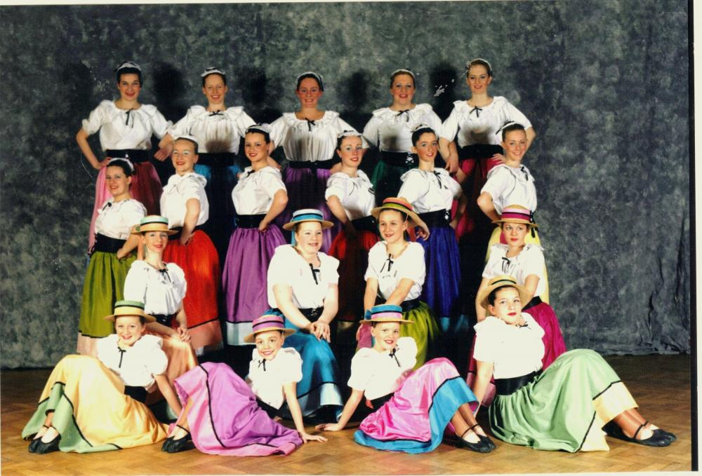 SONG  AND  DANCE  TROUPE  SHOWTIME  2001