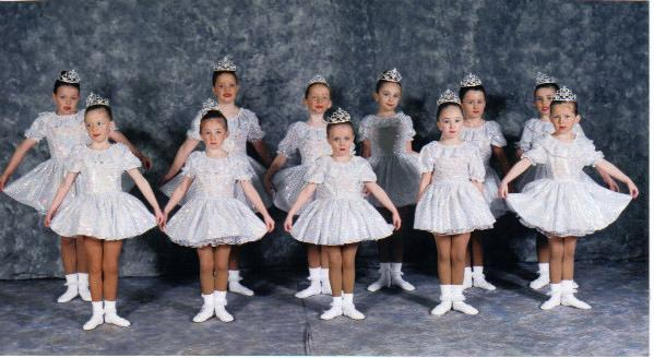 JUNIOR  SONG  AND  DANCE  SHOWTIME  2001