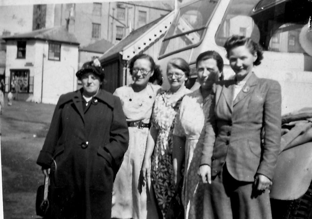 Crispin Arms ladies day out c.1951