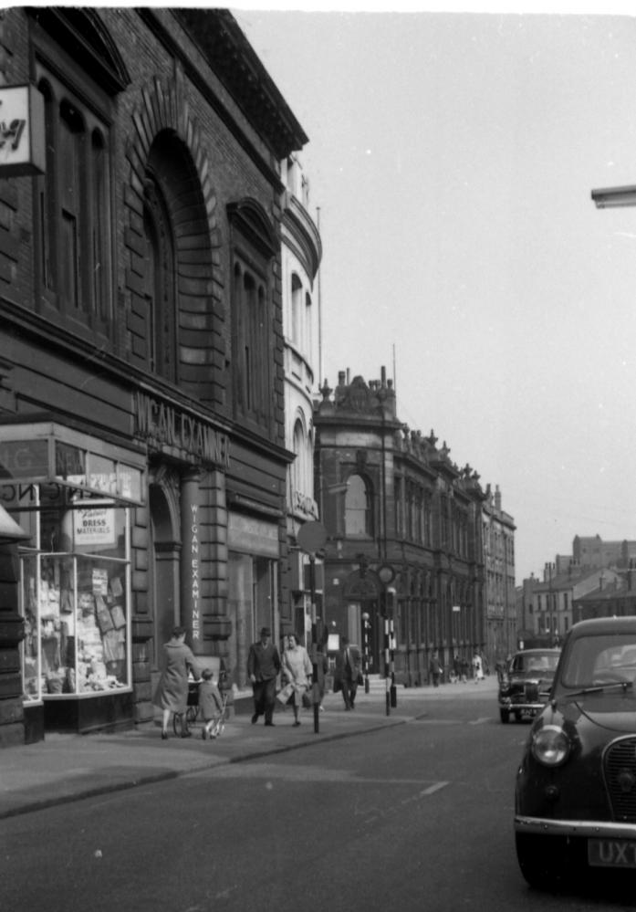 King Street looking towards Borough Courts 1960