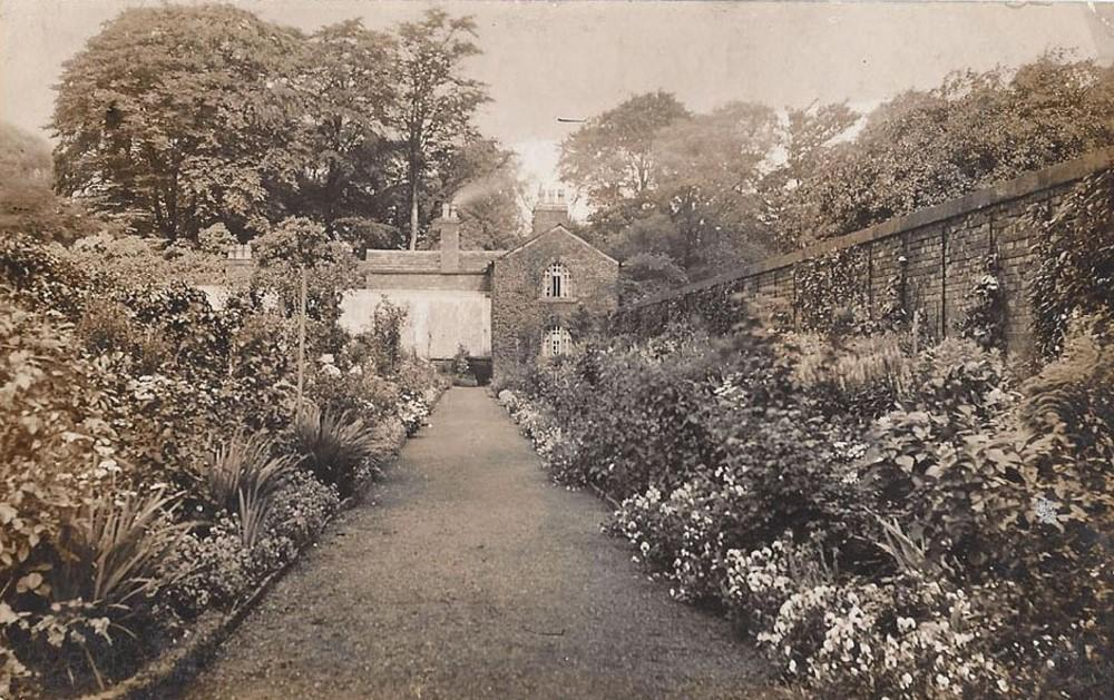 Unknown House and Gardens 1905
