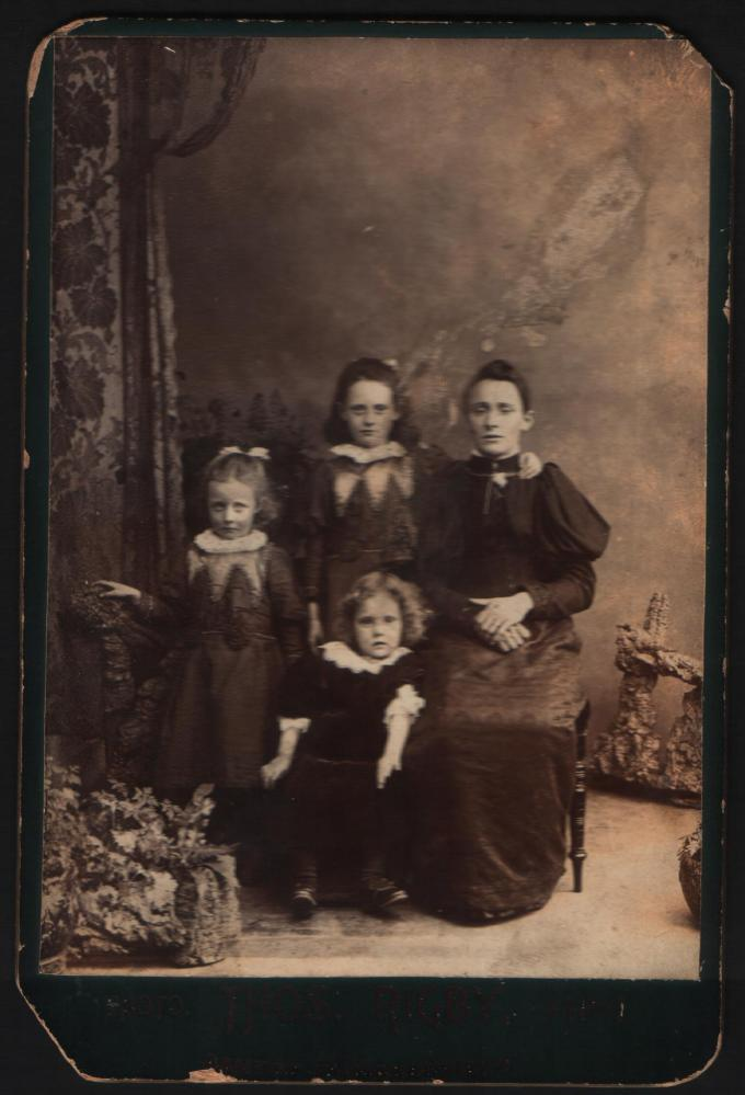 Annie, Minnie, Edith and Clara Thompson