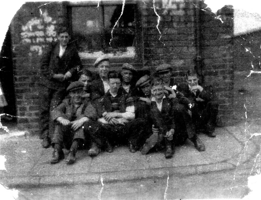 Victoria rd gang, Platt Bridge. c1935.