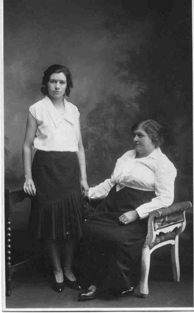 Mary and Elizabeth Hollingsworth