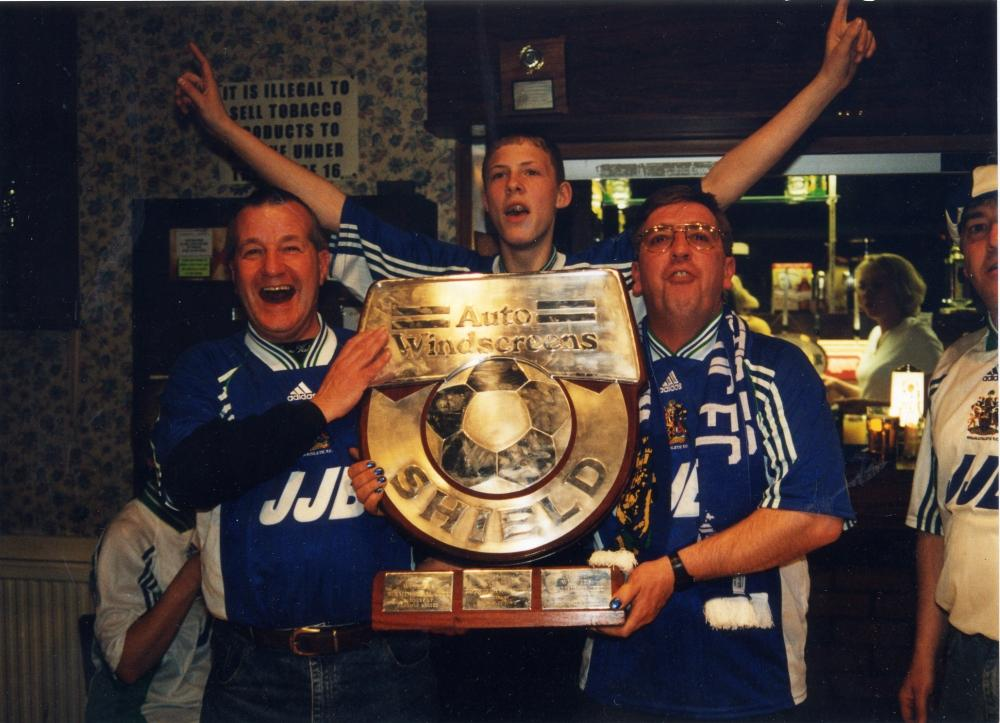 Auto Windshield Trophy in Supporters Club 1999