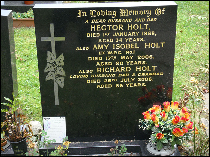 Amy Holts grave